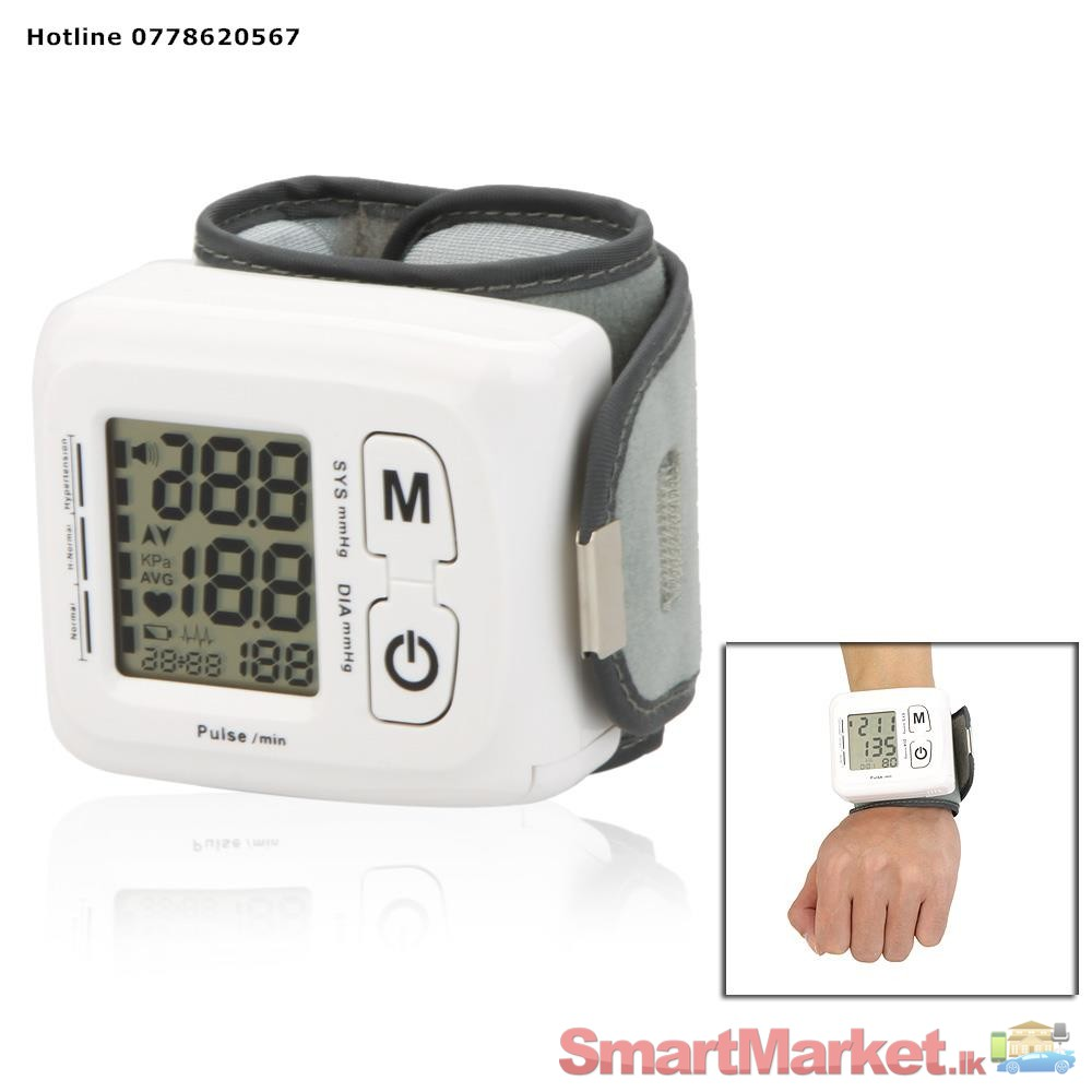 Omron 10 Series Blood Pressure Monitor + Bluetooth Smart Expandable Cuff fits Medium and Large Arms The Omron 10 Series plus Bluetooth Smart home blood pressure monitor has all the features of our 10 Series monitor.