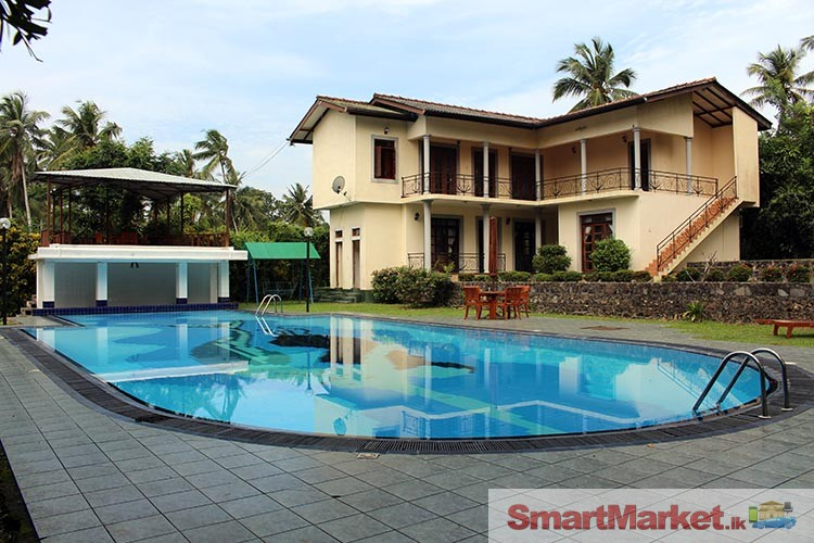 Holiday bungalow with swimming pool closer to colombo for Holiday houses with swimming pools